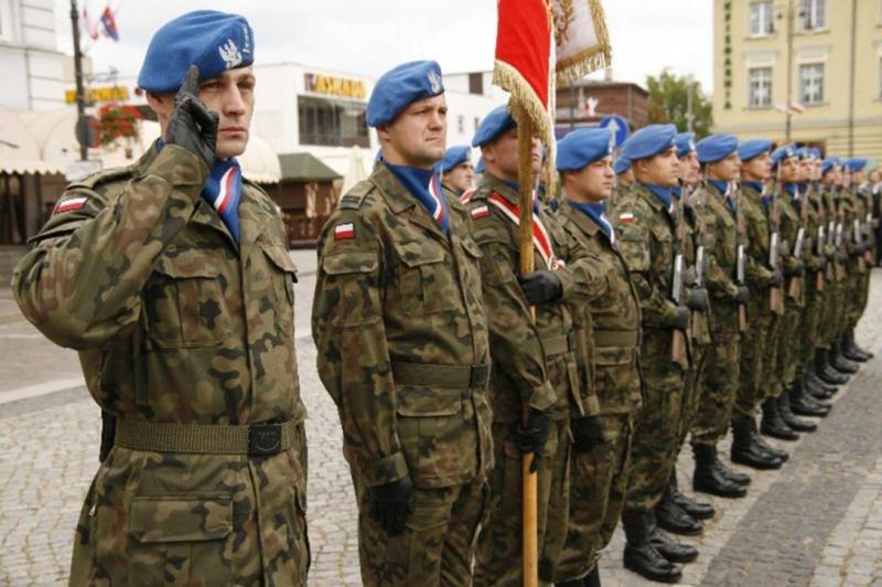 """Kompania honorowa """"niebieskich beretów"""", ze zbiorów Archiwum Pomorskiego Okręgu Wojskowego"""