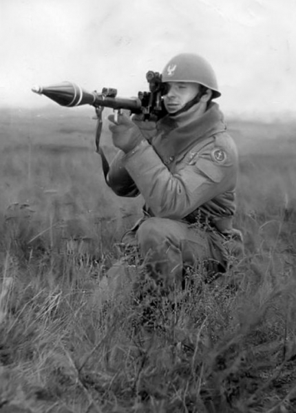 Celowniczy granatnika przeciwpancernego, ze zbiorów W. Mazurka