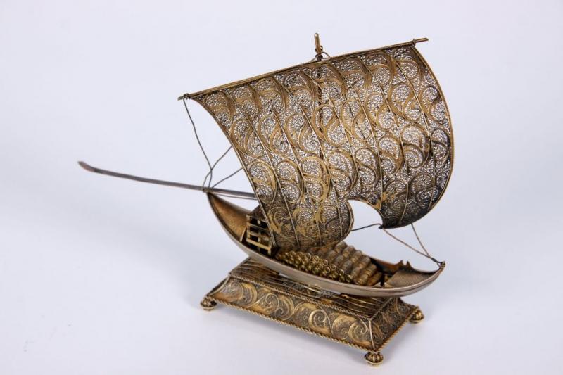 Model dekoracyjny statku żaglowego, Indonezja.