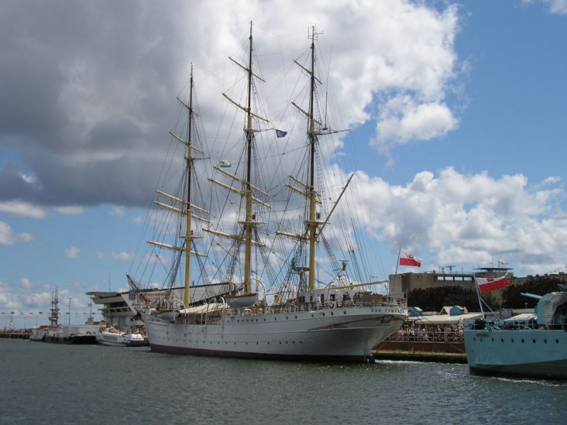 statek Dar Pomorza
