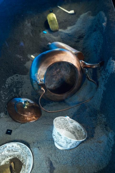 Czajnik i filiżanka z wraków badanych przez NMM, fot. Dariusz Kula Images