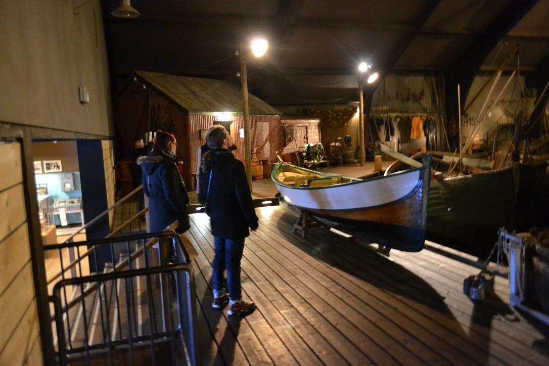 Wizyta pracowników NMM w Boathouse i oprowadzanie po wystawie głównej należącej do Muzeum Śledzia w Siglufjörður przez Anitę Elefsen - Dyrektora placówki, która utworzona została w latach 2003-2004.