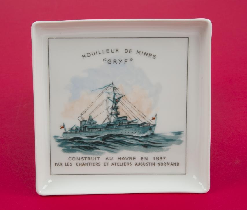 """Pamiątkowa paterka z przedstawieniem ORP """"Gryf"""". Wytwórnia porcelany w Limoges, Francja, ok. 1937 r."""