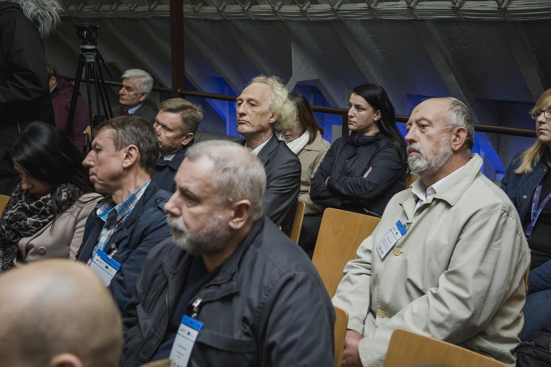 """Uczestnicy konferencji prasowej otwierającej projekt """"2 statki-wspólne morze. Sołdek i Vityaz: dziedzictwo morskie Polski i Rosji"""""""