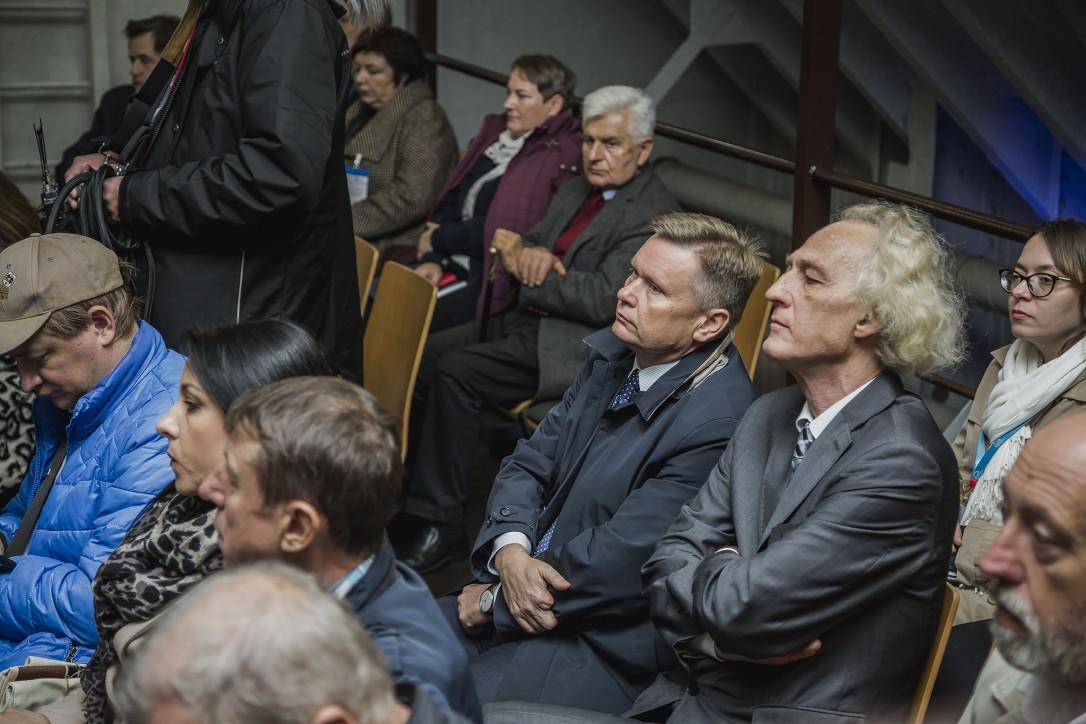 """Zaproszeni goście i sympatycy Sołdka podczas konferencji prasowej otwierającej projekt """"2 statki-wspólne morze. Sołdek i Vityaz: dziedzictwo morskie Polski i Rosji"""""""