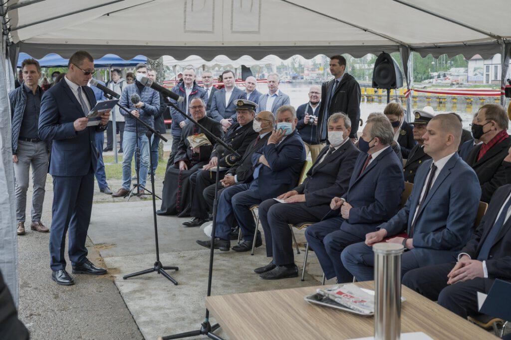 Otwarcie uroczystości wmurowania kamienia węgielnego pod budowę Muzeum Archeologii Podwodnej i Rybołówstwa Bałtyckiego w Łebie przez Zastępcę Dyrektora ds. Merytorycznych, dr. Marcina Westphala