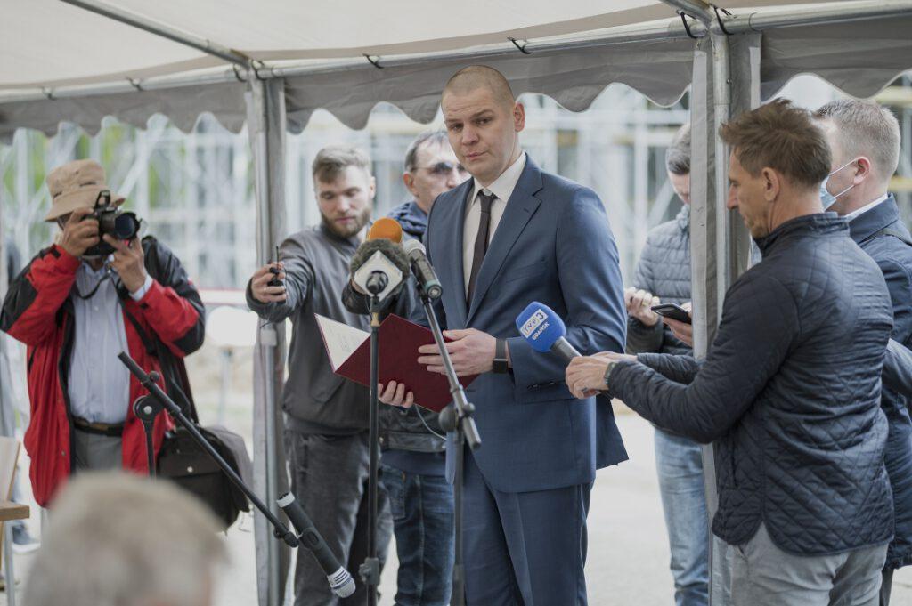 Marcin Brodalski, odczytujący list Sekretarza Stanu, Piotra Mullera