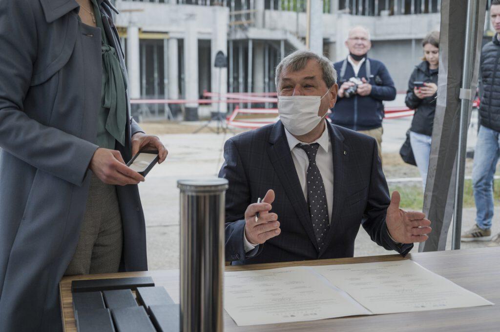 Andrzej Strzechmiński, Burmistrz miasta Łeby, podpisujący akt erekcyjny