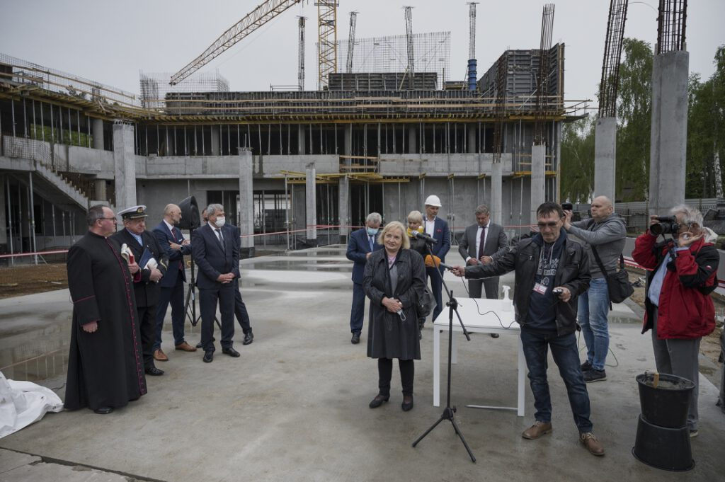 Anita Bober – Główny Specjalista ds. Inwestycji i Remontów, opowiadająca o budowie nowego oddziału