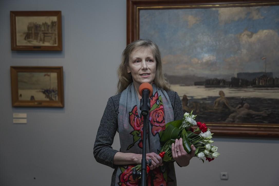 """Wernisaż wystawy """"Puck 10 lutego 1920 oczami świadków"""". Dr Monika Jankiewicz-Brzostowska - kurator wystawy"""