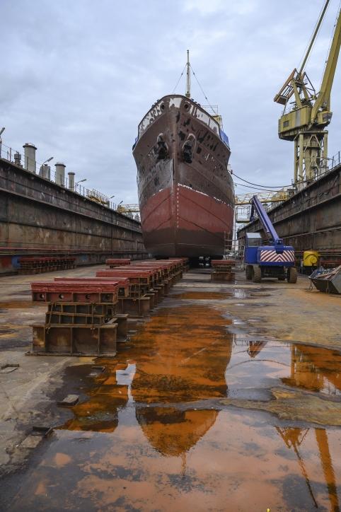 """Statek-muzeum """"Sołdek"""" w doku Gdańskiej Stoczni Remontowa"""