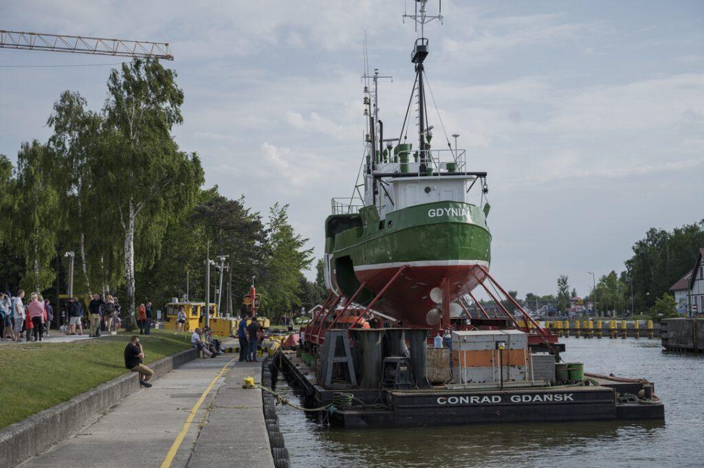Kuter GDY-18 - największy eksponat nowopowstającego Muzeum Archeologii Podwodnej i Rybołówstwa Bałtyckiego w Łebie