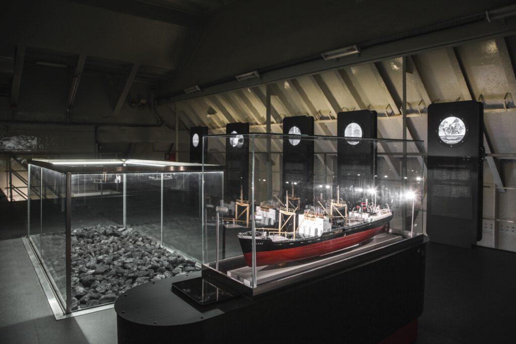 Górny pokład ładowni nr 3 statku-muzeum Sołdek