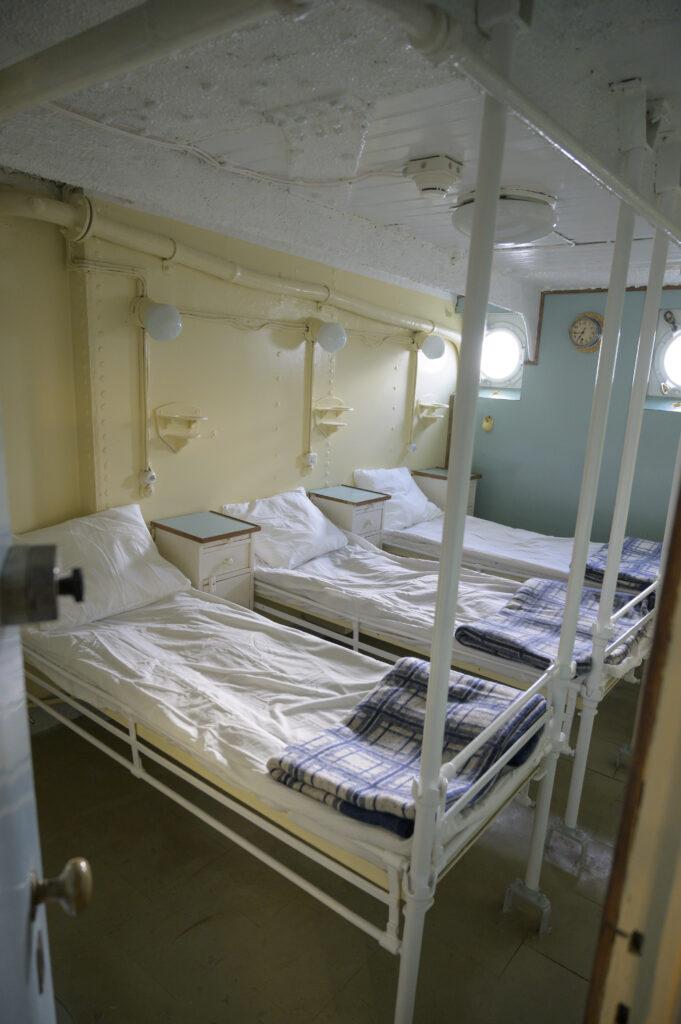 """Wnętrze szpitalika na statku-muzeum """"Dar Pomorza"""""""
