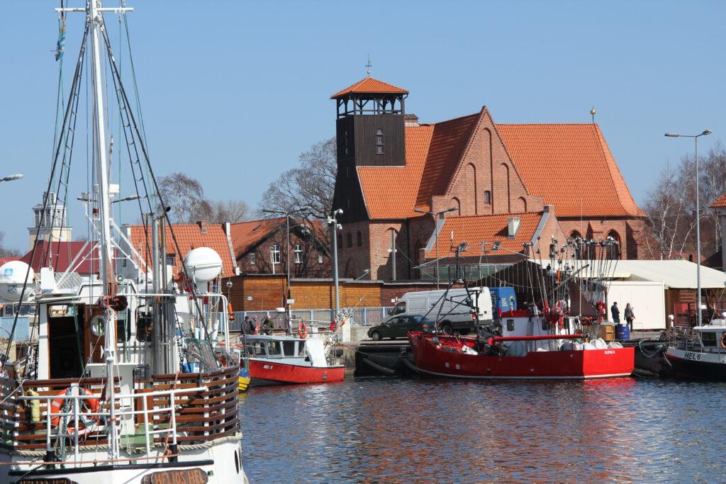 Muzeum Rybołówstwa w Helu, widok od strony portu rybackiego.